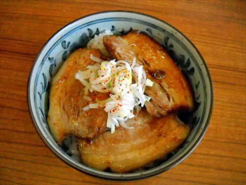市川ウズマサ4炙り豚丼